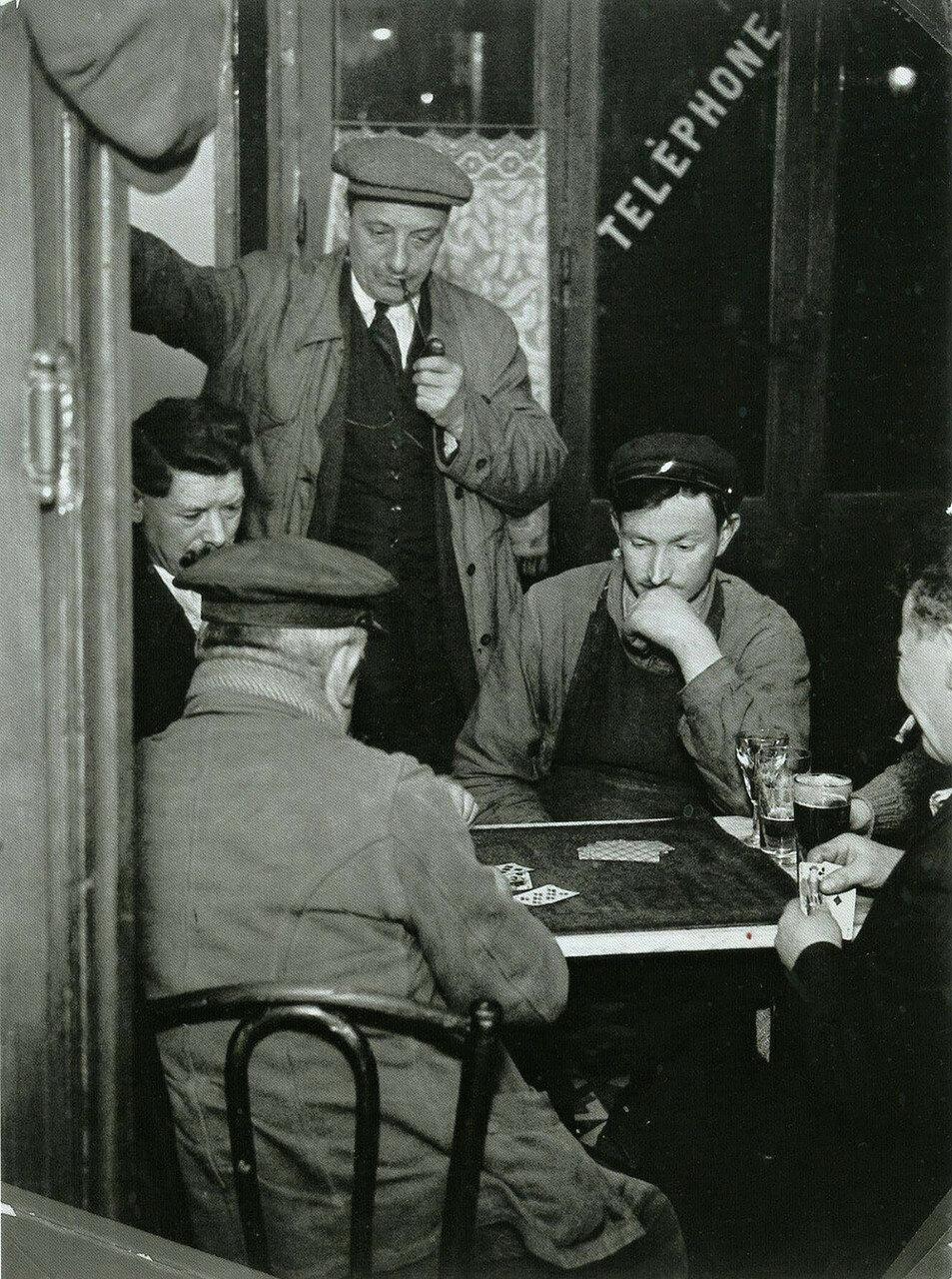 1933. Игроки в белот