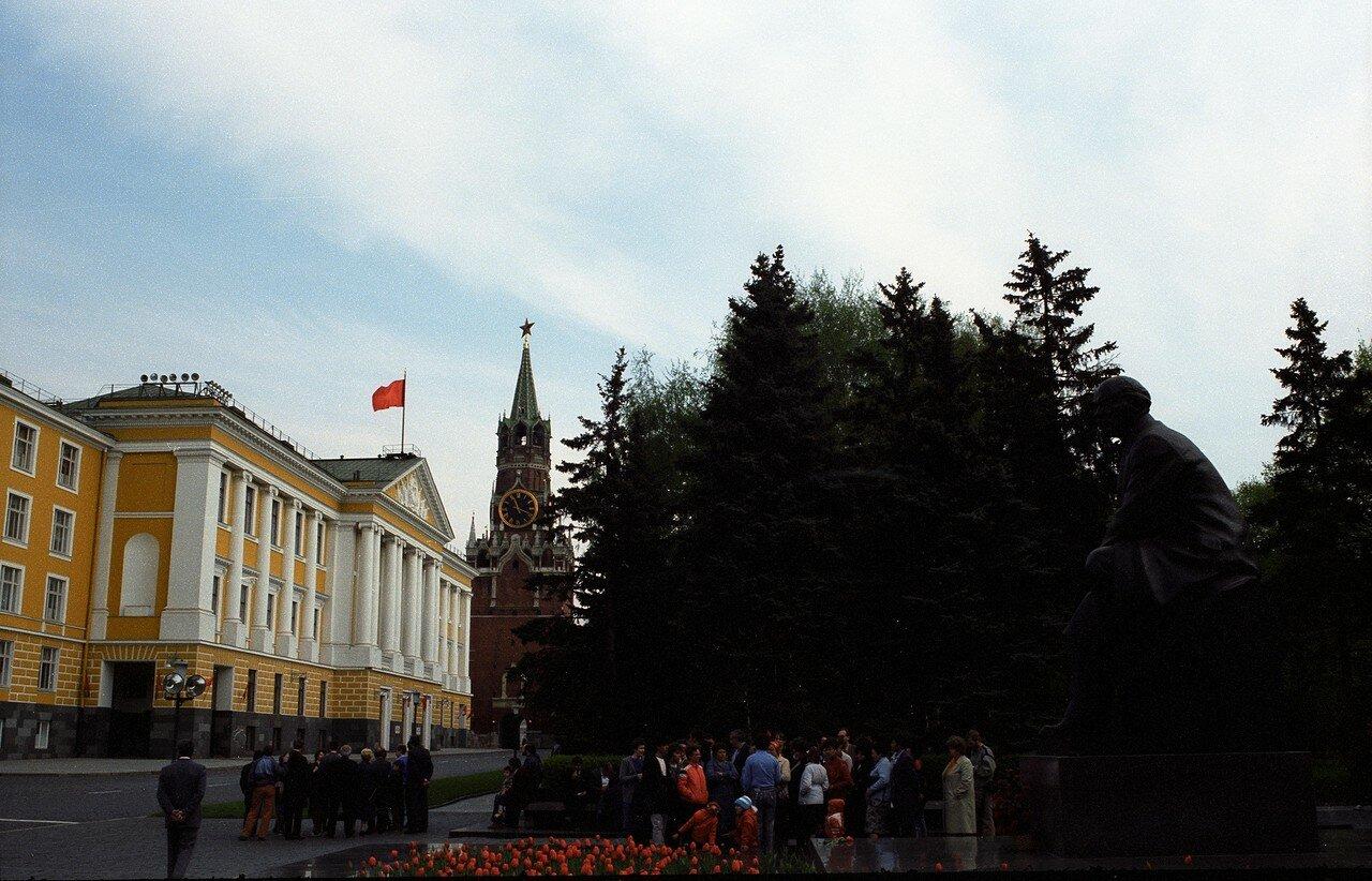За стенами Кремля