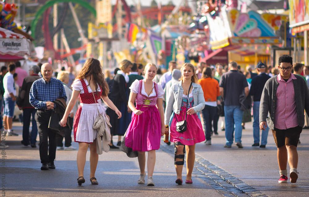 Женские выпуклости и впадины на Октоберфесте girls-Oktoberfest-(19).jpg