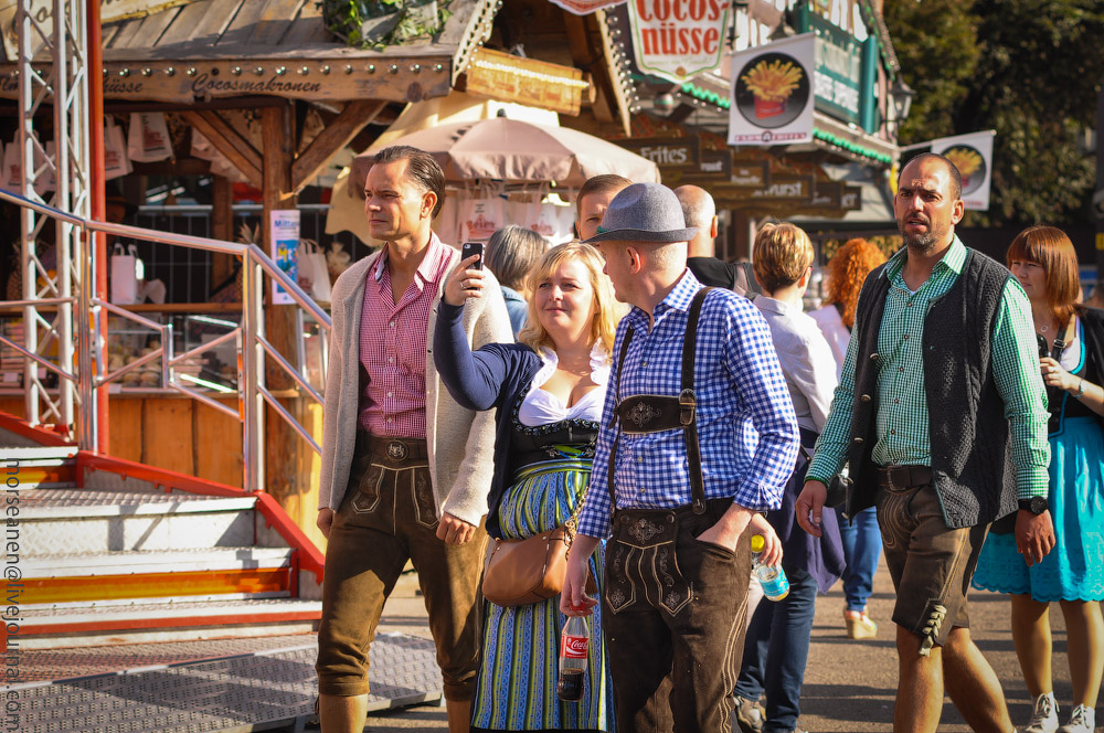 girls-Oktoberfest-(30).jpg