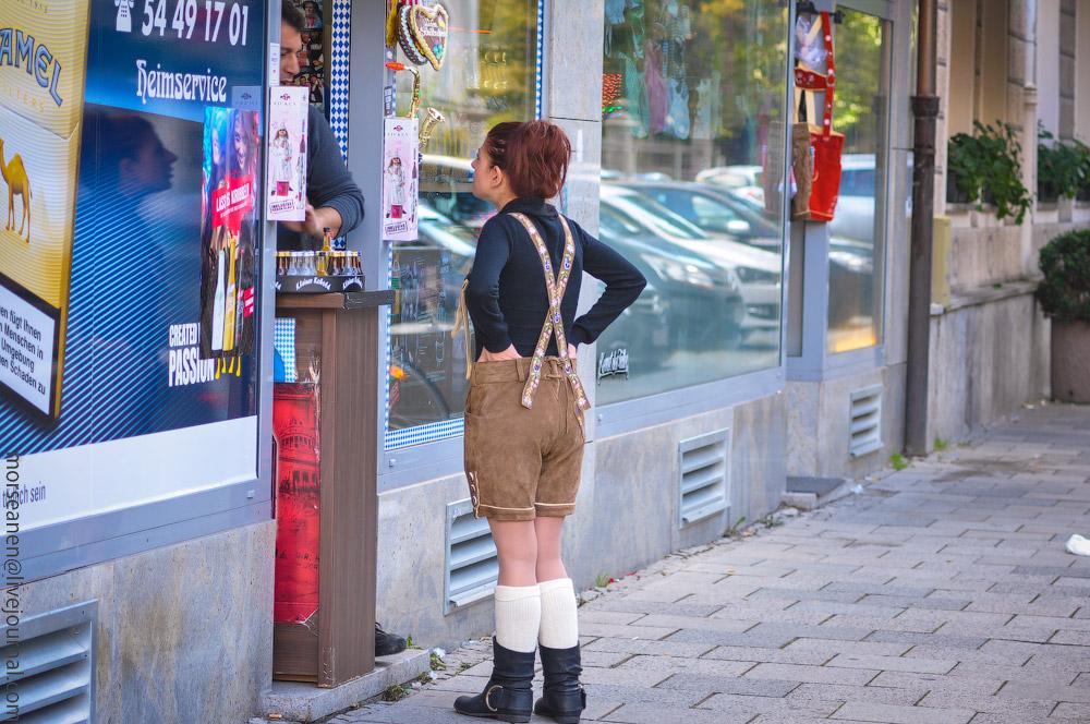 Женские выпуклости и впадины на Октоберфесте girls-Oktoberfest-(49).jpg