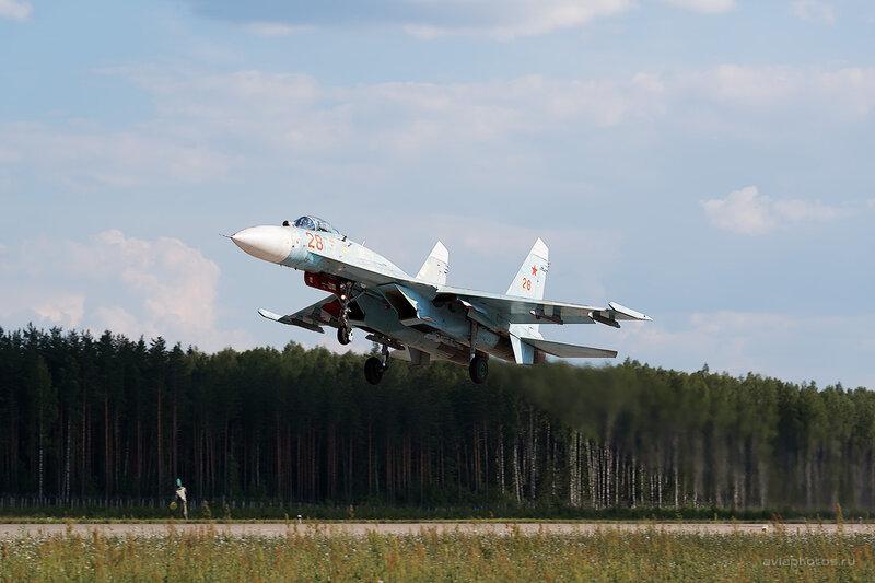 Сухой Су-27П (28 красный) D806440e