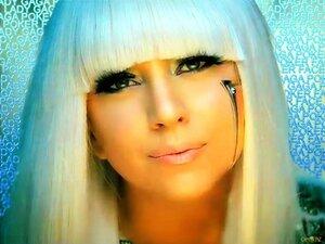 """Леди Гага попросила """"проклятых богачей"""" замолчать"""