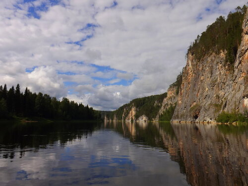 Писаный камень на реке Вишере (Пермский край). Автор фотографии - Наталья Шмаенкова