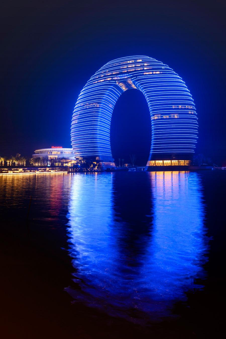 15 Стоимость : $1,500,000,000 Город : Хучжоу (Китай) Высота : 102 метра Этажи : 163 Построен : 2013
