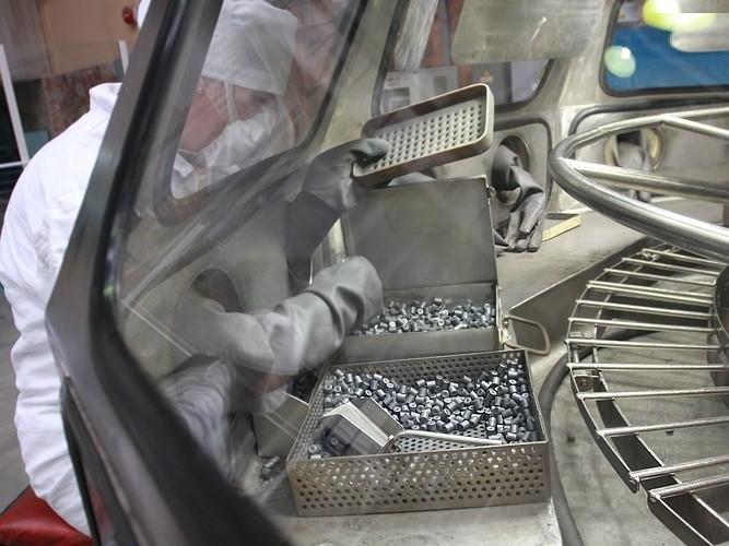 Таблетки диоксида урана после отжига в водородной печи.