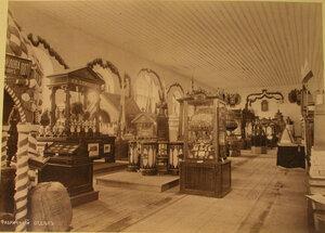 Вид части зала, где размещались экспонаты фабричного отдела выставки.