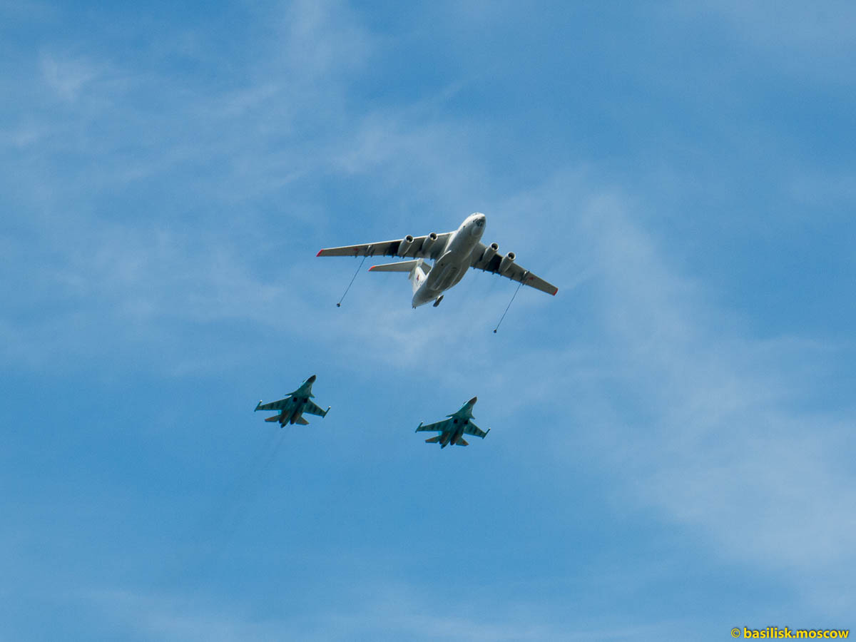 Полёт самолётов и вертолётов над Москвой 9 мая 2015.