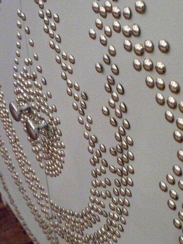 Декорирование декоративными гвоздями