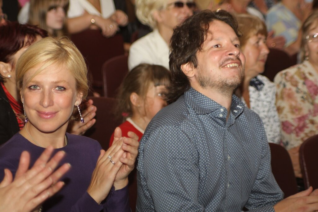 бронзовый призер Ванкувера в танцах на льду Максим Шабалин с супругой, актрисой театра и кино Ириной Гриневой.