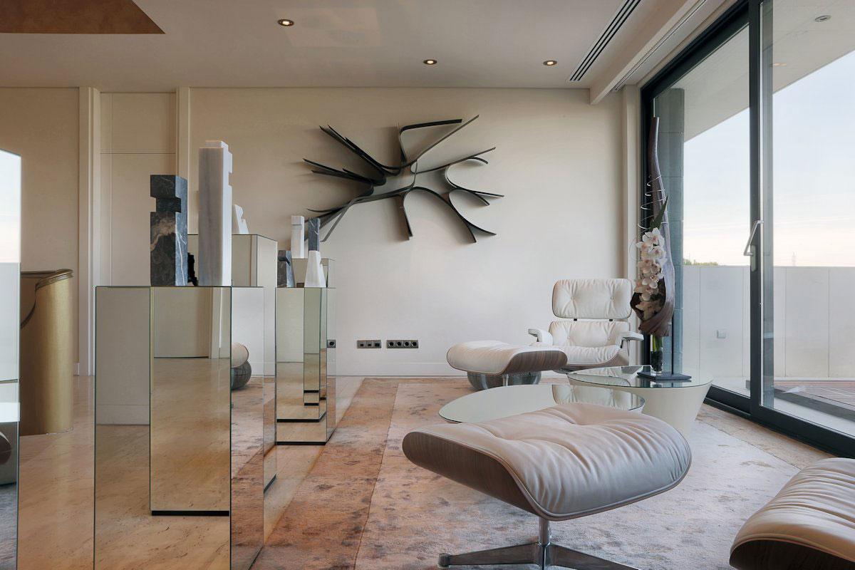 A-cero, LV House, особняки в Мадриде, частный дом в Испании фото, светлый фасад частного дома, бассейн в доме фото, бассейн во дворе частного дома