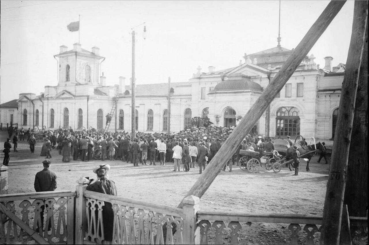 Проводы на красноярском вокзале члена Государственной думы Ермолаева