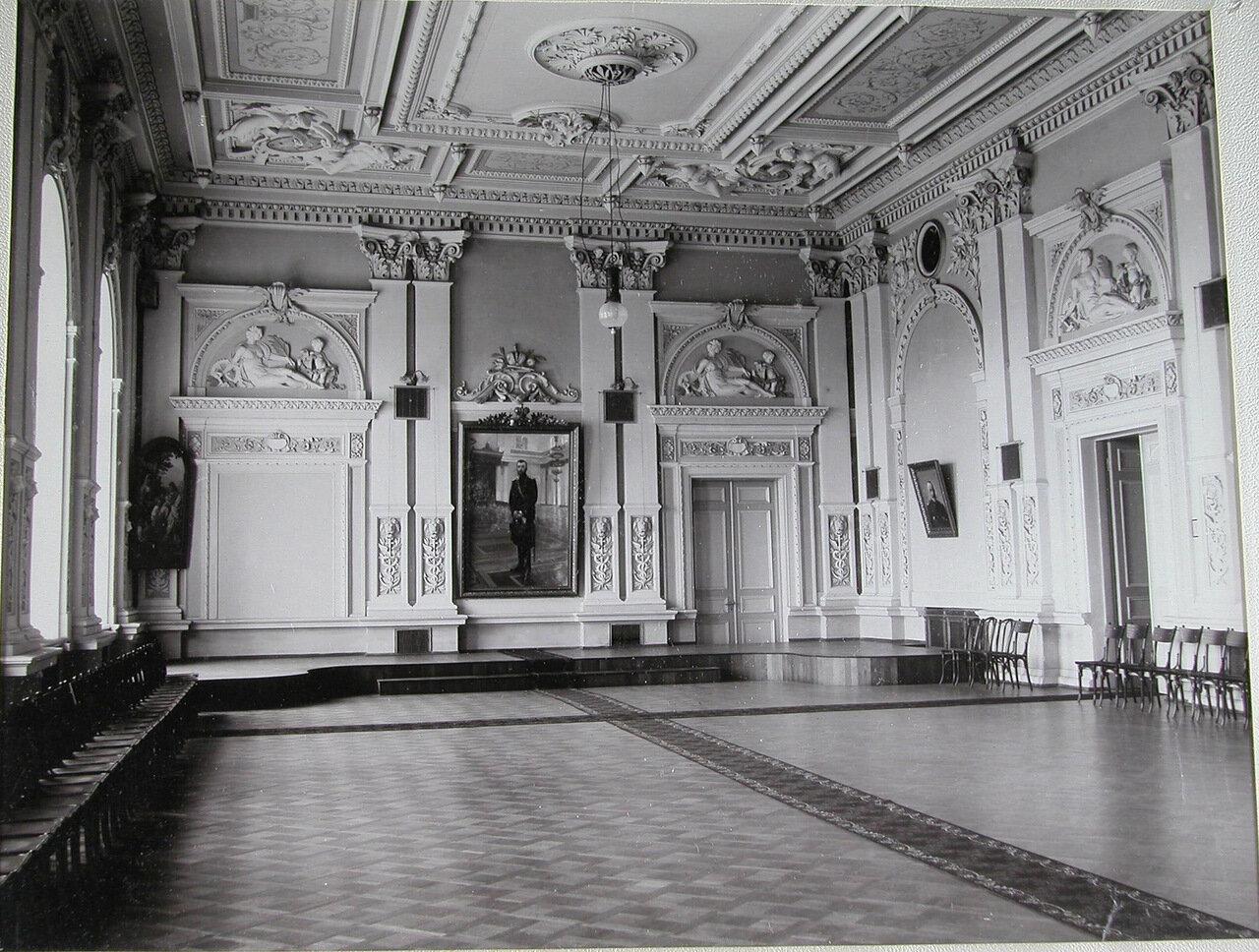 10. Актовый зал училища
