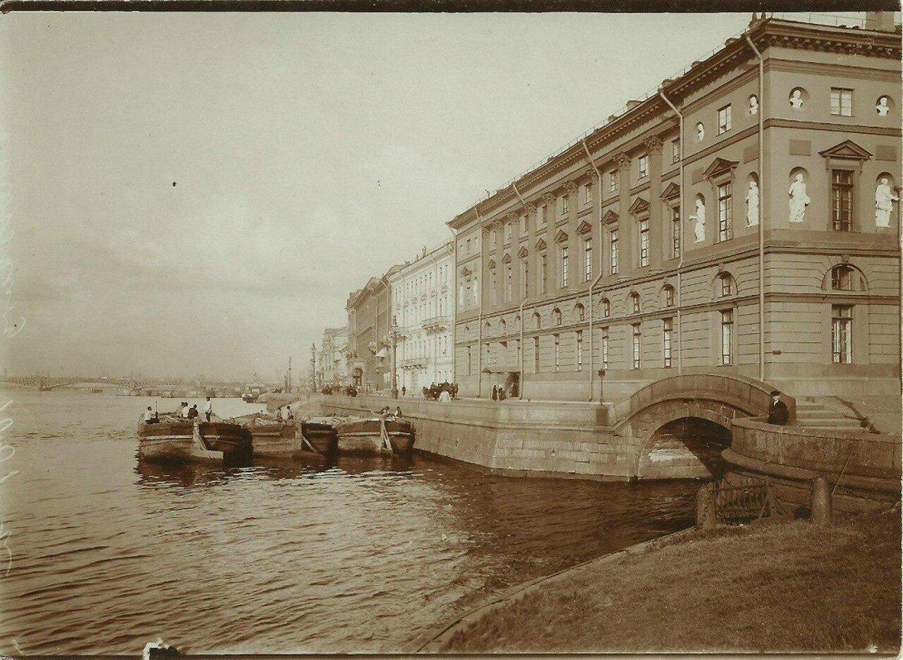 Мост через Зимнюю канавку у Эрмитажного театра
