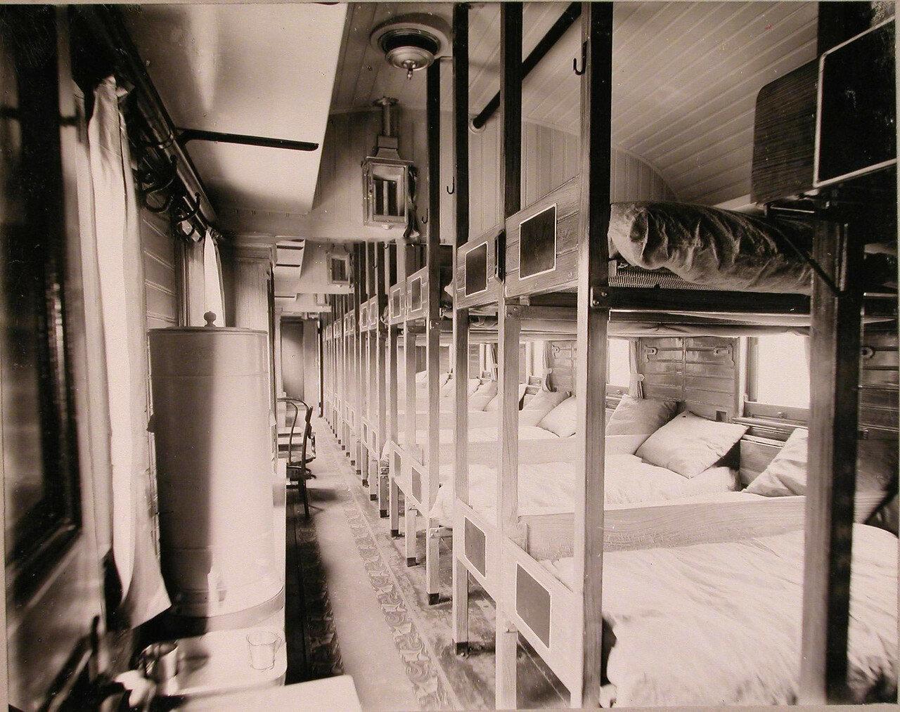 05. Внутренний вид вагона поезда, оборудованного для легкораненых