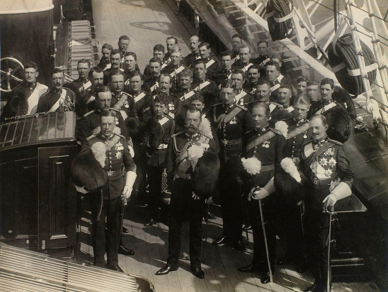 14.Николай II с группой военных