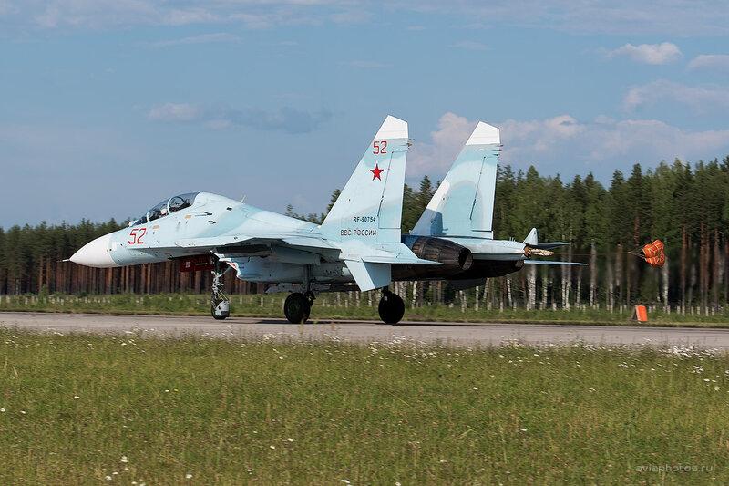 Сухой Су-27УБП (RF-90754 / 52 красный) D806517e