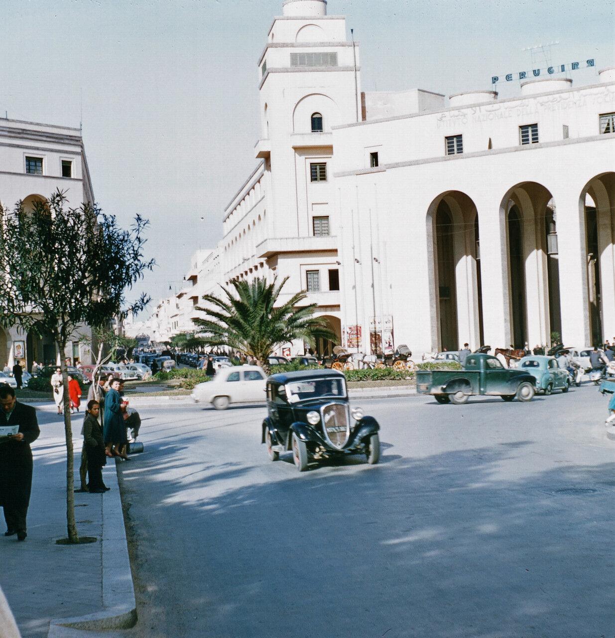 1957 PIAZZA CATEDRALE TRIPOLI.jpg