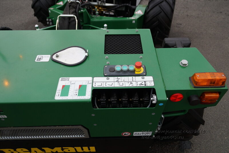 Универсальная самоходная машина УСМ с дистанционным управлением, Выставка Комплексная безопасность 2015, Москва