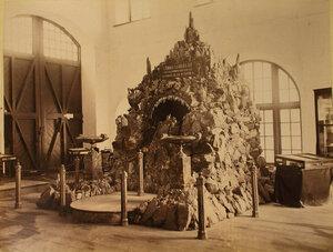 Общий вид одного из экспонатов горнозаводского отдела выставки - грота из яшмы, изготовленногона императорской гранильной фабрике.