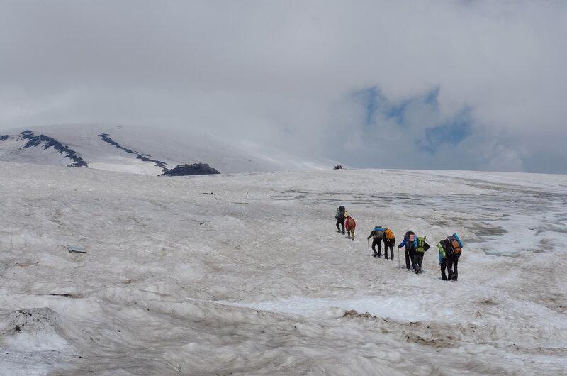 Идем с мешками по леднику, задача дойди до Приюта 11-ти