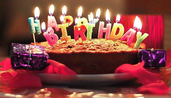 торт со свечами: