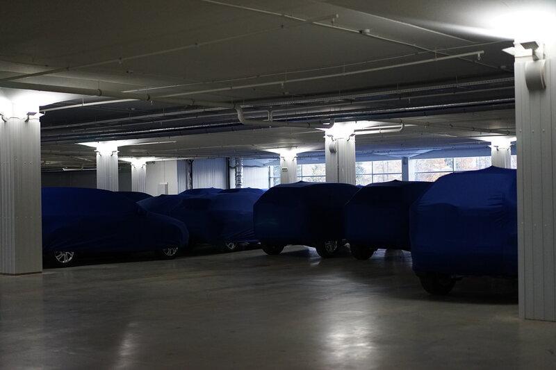 Автосалон Обухов: Отапливаемая стоянка авто и машины в чехлах