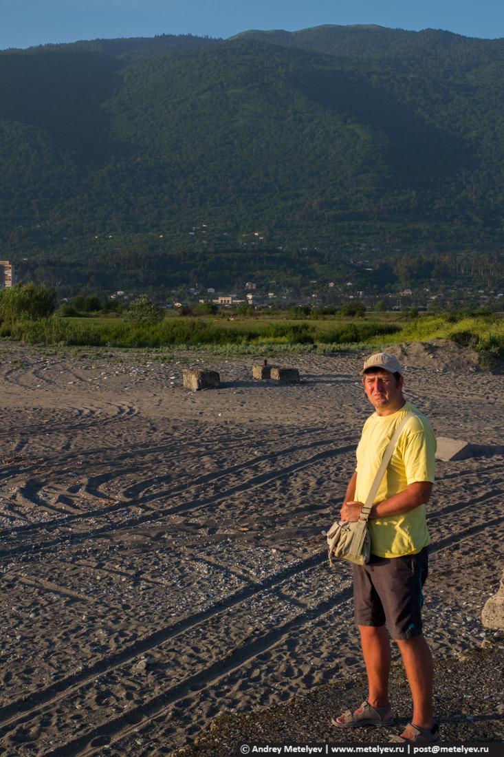 Человек на фоне гор