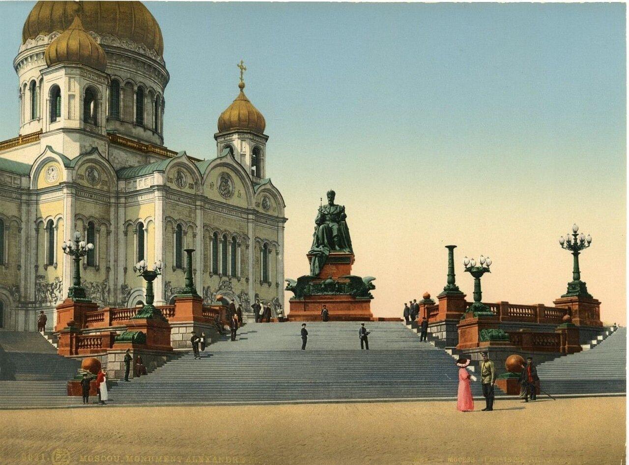 Памятник Александру III и храм Христа Спасителя