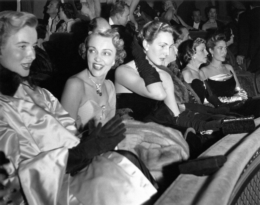 1951. Жаклин Делюбак на балконе