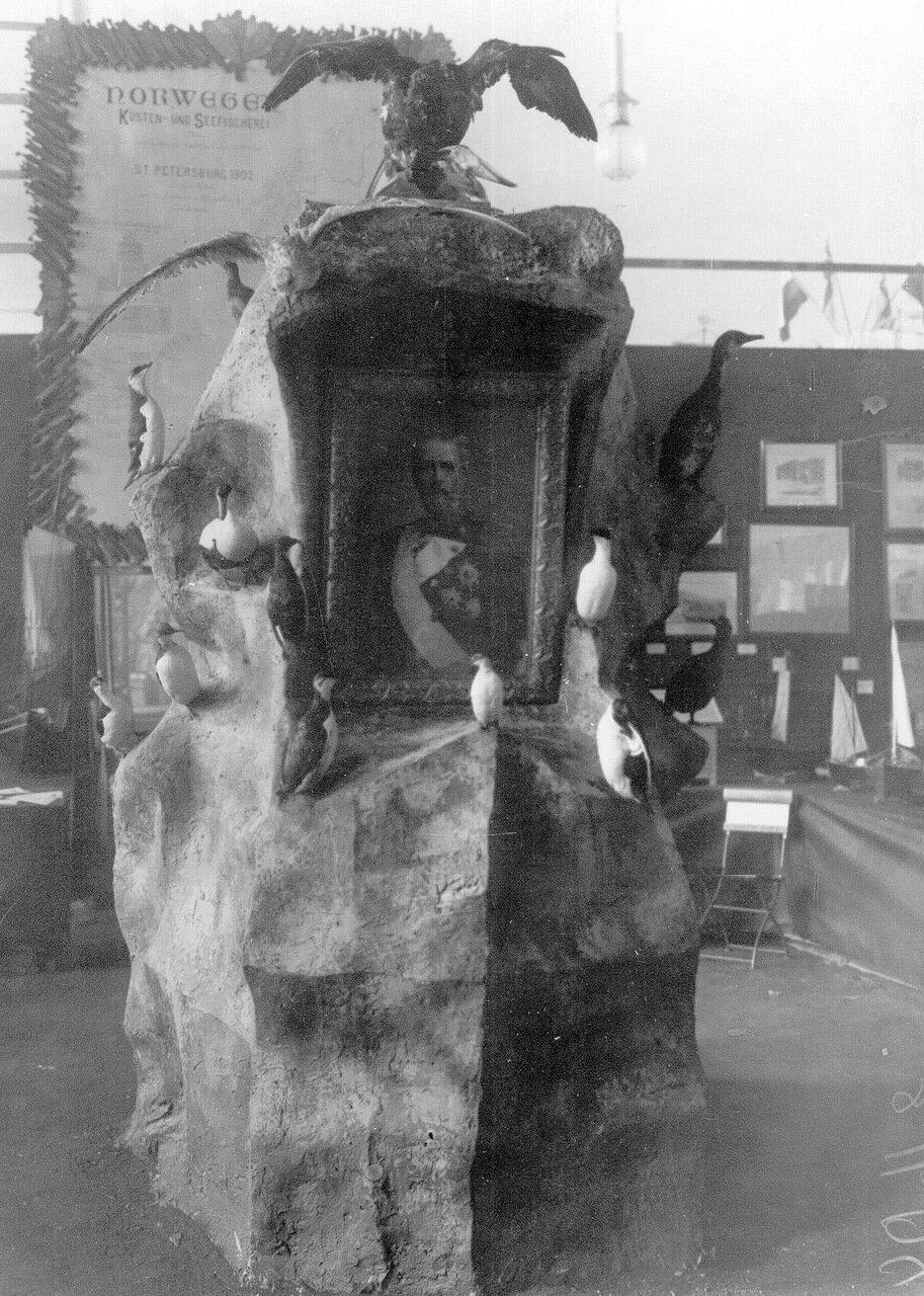 24. Чучела орла, ястреба и водоплавающих птиц - экспонаты выставки