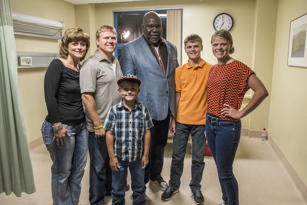 BTS - Producer Bishop T.D. Jakes (center) with Burpo Family (l-r) Sonja, Todd, Colby, Colton and Cassie on the set of TriStar Pictures' HEAVEN IS FOR REAL.