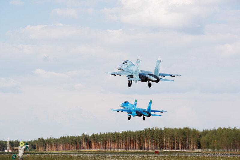 Сухой Су-27УБП (RF-90754 / 52 красный) D806436e