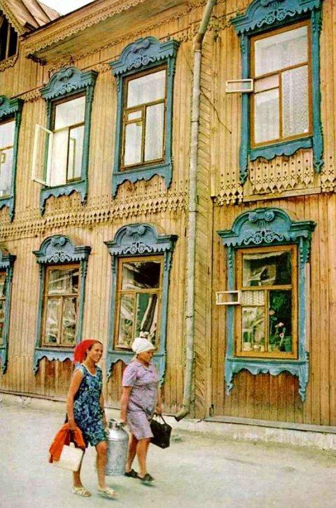 084 Украшенный резьбой деревянный дом в Тобольске.jpg