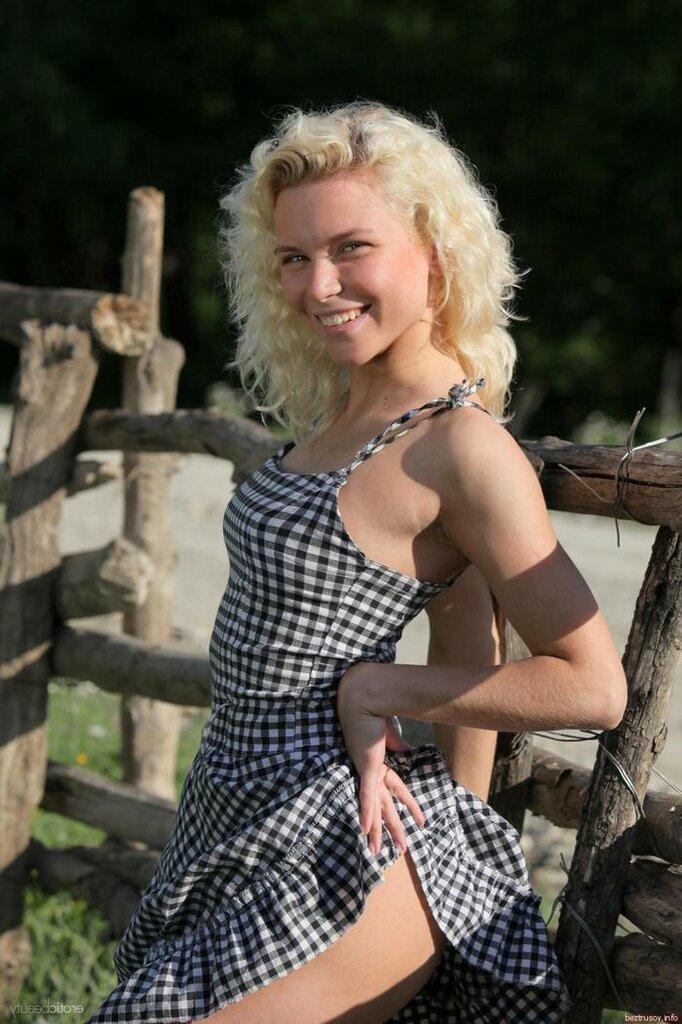 Сельская_блондинка_на_природе__big_2.jpg
