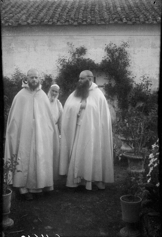 Три монаха, 1900