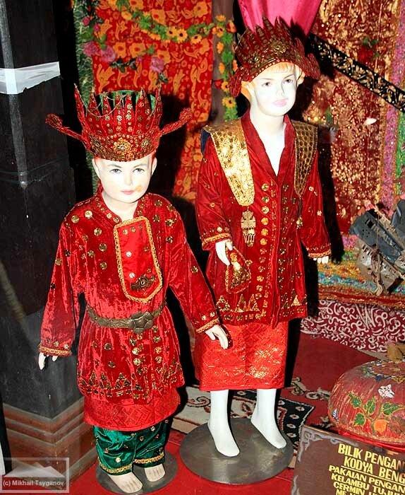 Традиционные костюмы Бенкулу