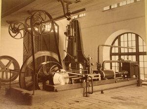 Вид экспонатов механической фабрики Ятес в горнозаводском отделе выставки.