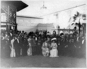 Группа участников торжественного открытия выставки; сидит в центре 2-я слева - великая княгиня Ольга Александровна.