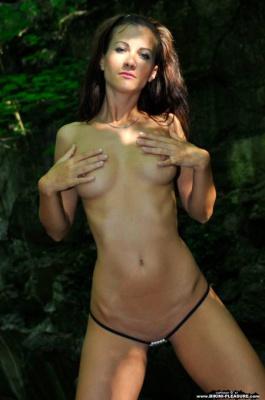 Журнал Журнал Bikini-Pleasure: Lauren Collins - In Shadow (23-01-2014)