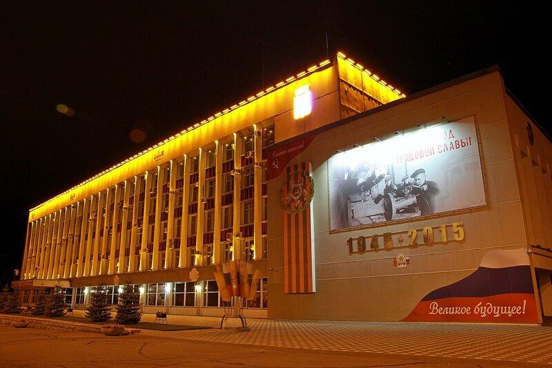 Здание городской администрации - фото ночного города Кирова 2015