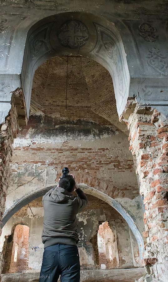 8. Фотографируя купол изнутри заброшенной церкви в Свердловской области. Поездка на порог Ревун и Исетский каньон на автомобиле. (ИСО 6400, ФР-24, 8.0, 1/80)