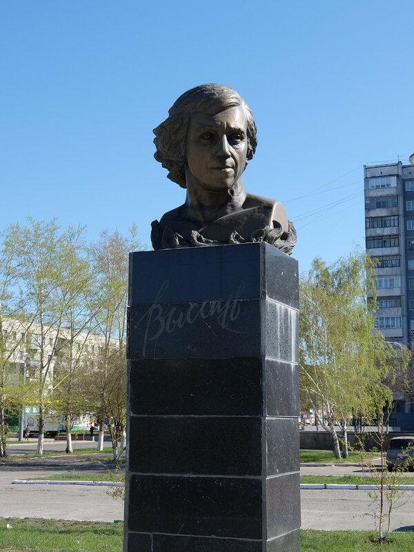Барнаул - Памятник Высоцкому