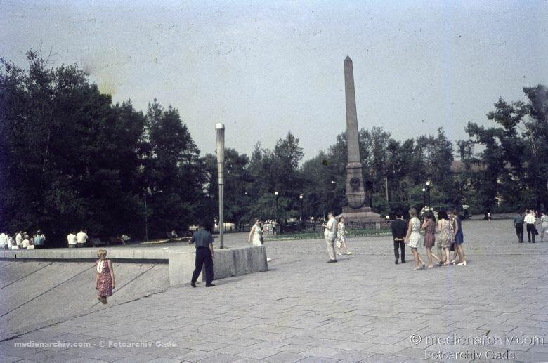19. Памятник «Первопроходцам Сибири» на бульваре Гагарина