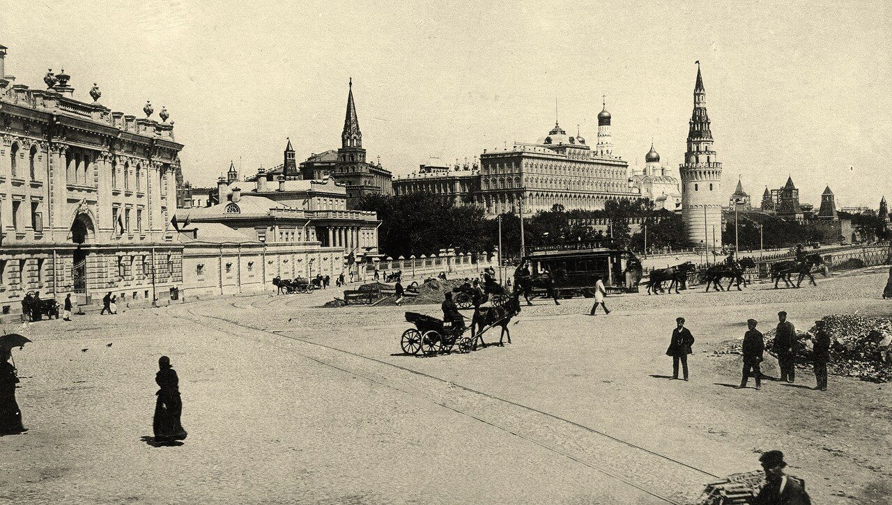 142. Кремлевская набережная