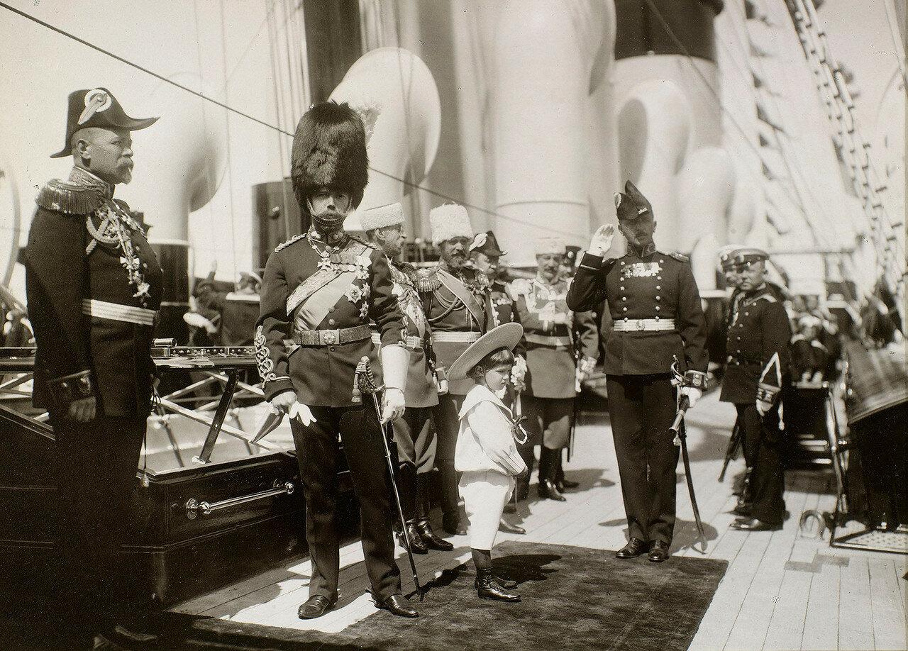 43. Николай II и цесаревич Алексей