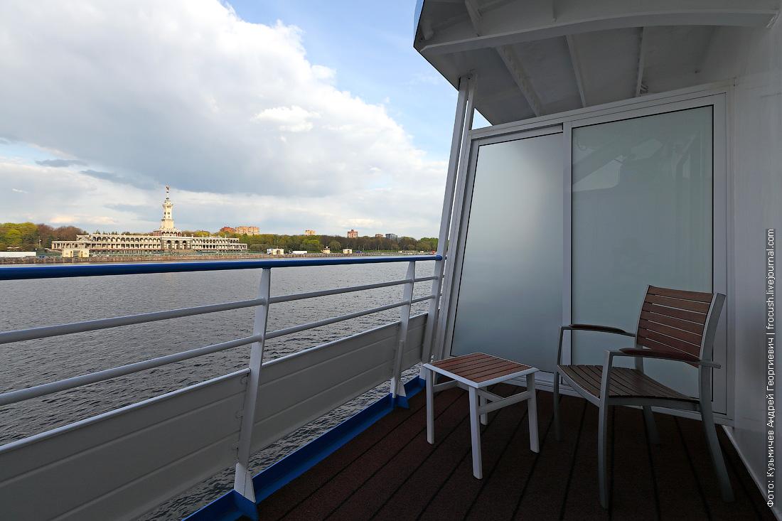 вид на здание СРВ с балкона теплохода Александр Грин
