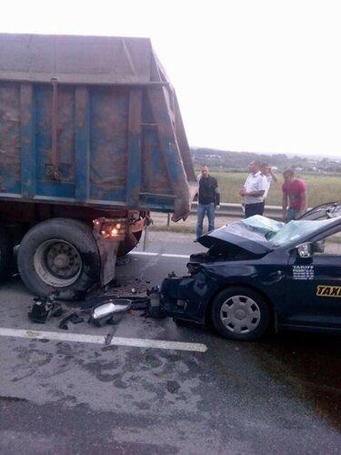 Столкновение такси с грузовым автомобилем в селе Ратуш