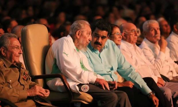 Команданте пережил всех своих врагов и большинство друзей: Фидель Кастро появился на людях в честь своего 90-летия (фотофакти)