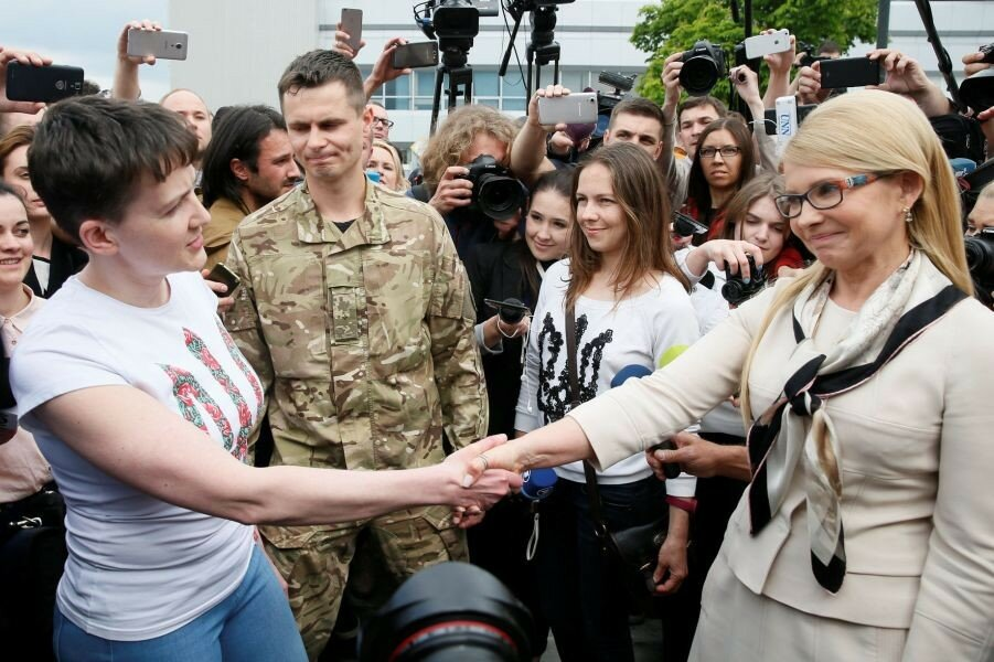 Тимошенко встречает Савченко 25.05.16.JPG